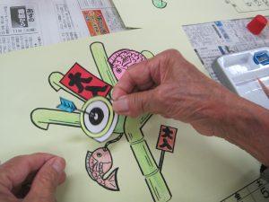 材料を画用紙に張り付ける