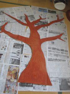 段ボールで柿の木