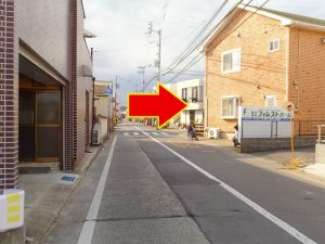 横断歩道が見えたら右へ