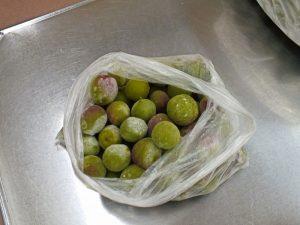 冷凍された梅の実
